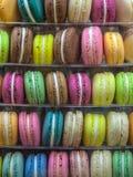 Macarons i olika färger Arkivbild