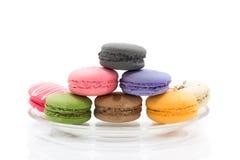 Macarons isolerade på vit bakgrund Arkivfoton