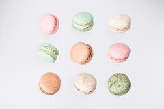 Macarons kaka, lekmanna- lägenhet för bästa sikt, klipsk fallande makronbakgrund Arkivbild