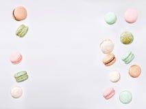 Macarons klipsk fallande söt makron Fotografering för Bildbyråer
