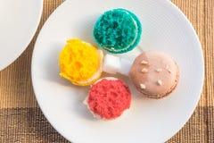 Macarons más coloridos Imagenes de archivo