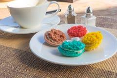 Macarons mais coloridos Fotografia de Stock Royalty Free