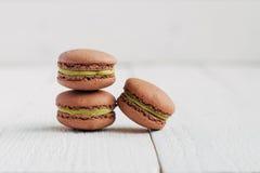 Macarons med pistaschstoppning Fotografering för Bildbyråer