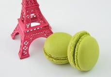 Macarons mit Eiffelturm Stockfoto