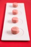 Macarons på en plätera royaltyfria foton