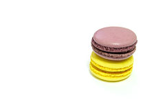 Macarons su fondo bianco fotografie stock