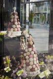 Macarons su visualizzazione Immagini Stock