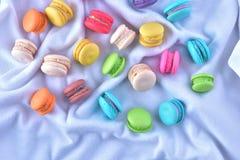 Macarons variopinti o bello dolce del dessert dei maccheroni da mangiare Immagini Stock