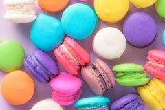 Macarons variopinti o bello dolce del dessert dei maccheroni da mangiare Fotografia Stock