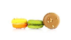 Macarons variopinti su backrgound bianco Fotografia Stock Libera da Diritti