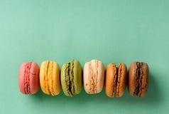 Macarons w linii Zdjęcie Stock
