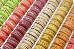 Macarons w tacy Zdjęcie Royalty Free