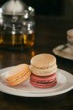 Macarons y té Foto de archivo