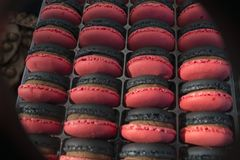 Macaronscake - snoepje - dessert - snoepje - sierlijk gebak - - zoetigheid stock foto's