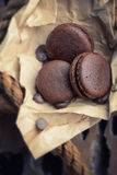 Macaroons με τη σοκολάτα στοκ φωτογραφίες με δικαίωμα ελεύθερης χρήσης