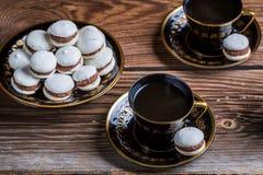 Macaroons и чашка кофе шоколада Стоковые Фотографии RF
