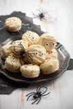 Macaroons мумии на хеллоуин Стоковое Изображение RF