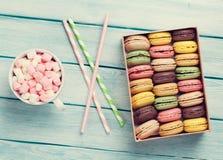 Macaroons coloridos Macarons doces imagem de stock