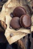 Macaroons com chocolate Fotos de Stock Royalty Free