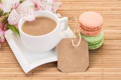 Macaroons e café coloridos Fotografia de Stock