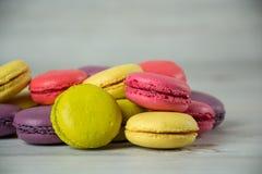 Macaroons franceses coloridos Fotos de Stock