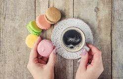 Macaroons i kawa śniadanie Obraz Stock