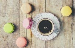 Macaroons i kawa śniadanie Zdjęcie Stock