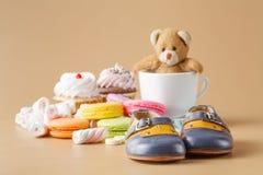 Macaroons, marshmallows, cakepops, αντέχουν το παιχνίδι και άλλα γλυκά Στοκ εικόνες με δικαίωμα ελεύθερης χρήσης