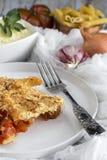 Macarrão com queijo e chouriço homemade imagem de stock