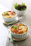 Macarrão e queijo com tomate imagens de stock royalty free