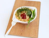 Macarrão e vegetais e sopa do tempero imagens de stock