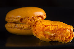 Macarrones anaranjados mordidos Imagen de archivo