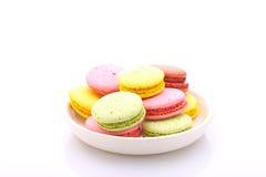 Macarrones coloreados de las tortas foto de archivo