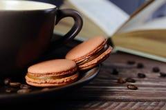 Macarrones de las galletas del café fotografía de archivo libre de regalías