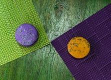 Macarrones dos en manteles coloreados foto de archivo libre de regalías