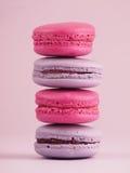 Macarrones en fondo rosado Foto de archivo libre de regalías