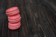 Macarrones franceses dulces y coloridos Fotos de archivo libres de regalías