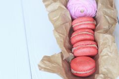 Macarrones franceses dulces y coloridos Imágenes de archivo libres de regalías