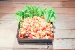 Macarrones fritos comida con la salsa de tomate Imagen de archivo libre de regalías