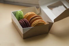 Macarrones o macaron franceses dulces y coloridos Foto de archivo libre de regalías