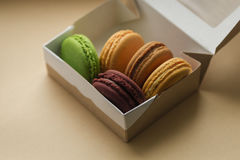 Macarrones o macaron franceses dulces y coloridos Imagen de archivo libre de regalías