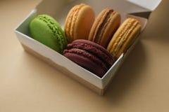 Macarrones o macaron franceses dulces y coloridos Imagenes de archivo
