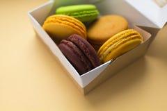 Macarrones o macaron franceses dulces y coloridos Fotografía de archivo libre de regalías