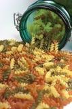 Macarrones. Pastas italianas. Pastas coloridas. Foto de archivo libre de regalías
