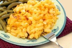 Macarrones y queso cocidos al horno foto de archivo