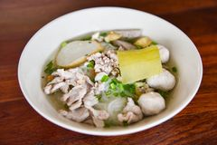 Macarronete da carne de porco tailandês fotos de stock