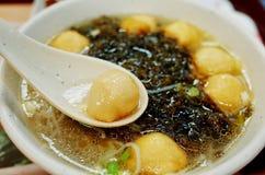 macarronete de arroz da bola de peixes Fotos de Stock