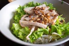 Macarronete de arroz de Pho Vietname com carne de porco fotografia de stock royalty free