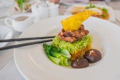 Macarronete de ovo com carne de porco friável Fotografia de Stock
