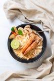 macarronete de ramen picante do udon dos camarões (Tom Yum Goong imagens de stock